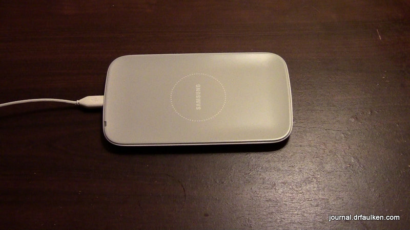 Samsung Galaxy Qi Wireless Charging Pad Review-0